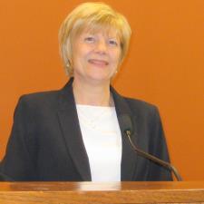 Ellen L. - ESL Corporate Language, Accent Modification, English Literature