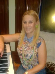 STANKA L. - Dynamic and energetic Piano Teacher