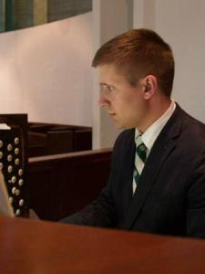 Ian T. - Experienced Pianist and Organist seeking Students